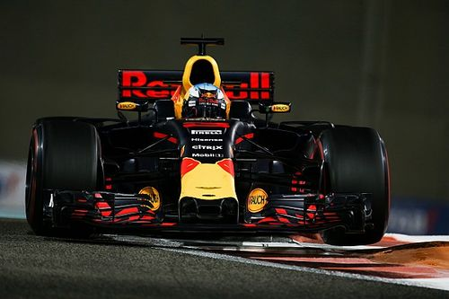 "Ricciardo vows to ""get elbows out"" in podium fight"