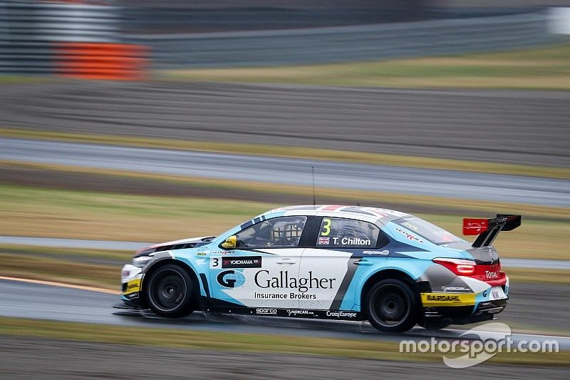 Tom Chilton domina la Opening Race sotto al diluvio, scintille Honda-Volvo