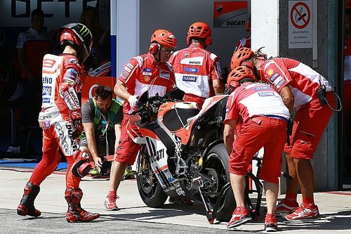 Lorenzo blames team over bike swap debacle