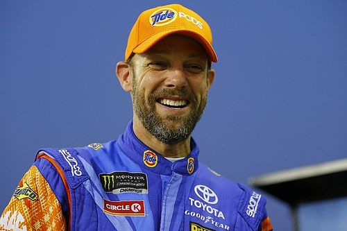 Matt Kenseth shows off his comedic skills in Talladega press conference