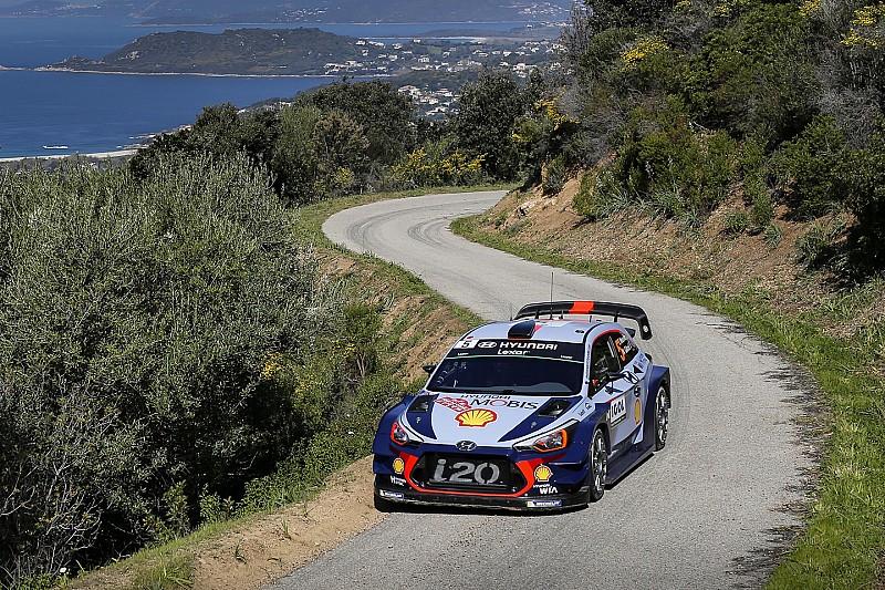 Korsika WRC: Ogier sorun yaşadı, Neuville farkı açıyor