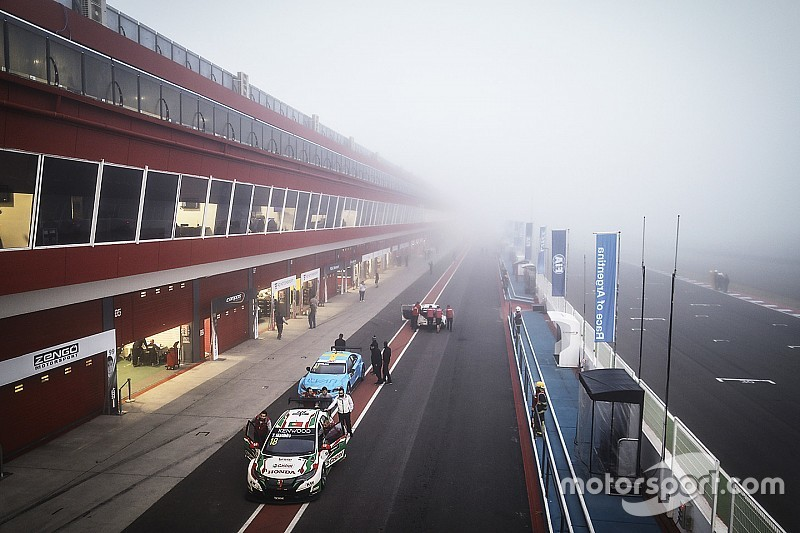 Argentina WTCC: Michelisz leads fog-shortened first practice