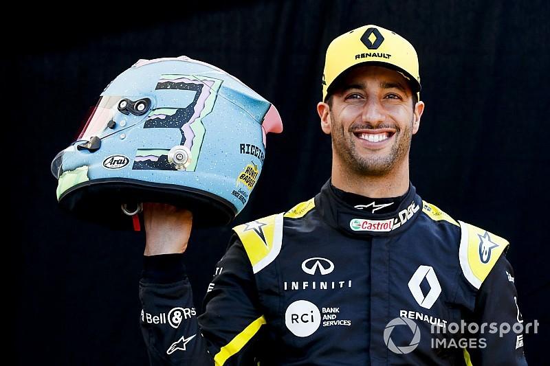 """Ricciardo reveals """"funky"""" helmet design for 2019"""