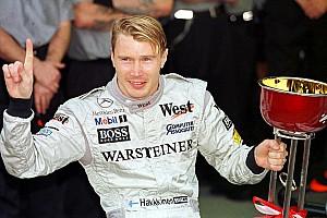 Motorsport Heroes: A nap, amikor Hakkinent világbajnokká koronázták