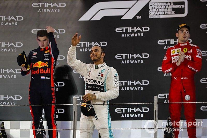 Hamilton cierra el año con victoria y Pérez en puntos