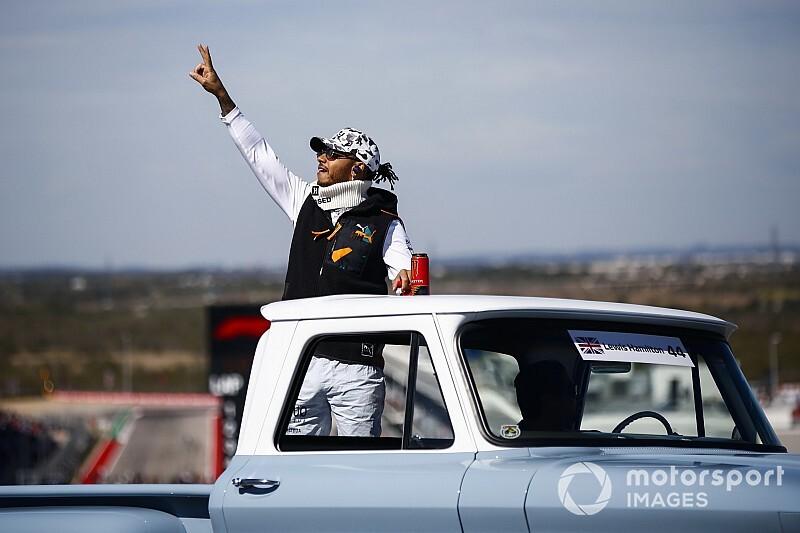 Hamilton azon gondolkozik, hogy a Ferrarihoz szerződjön?