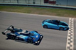 Videón, ahogy a Volkswagen I.D. R porig alázza a McLaren 720S-t