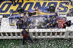 IndyCar Pocono: Balapan sempat terhenti, Rossi finis terdepan