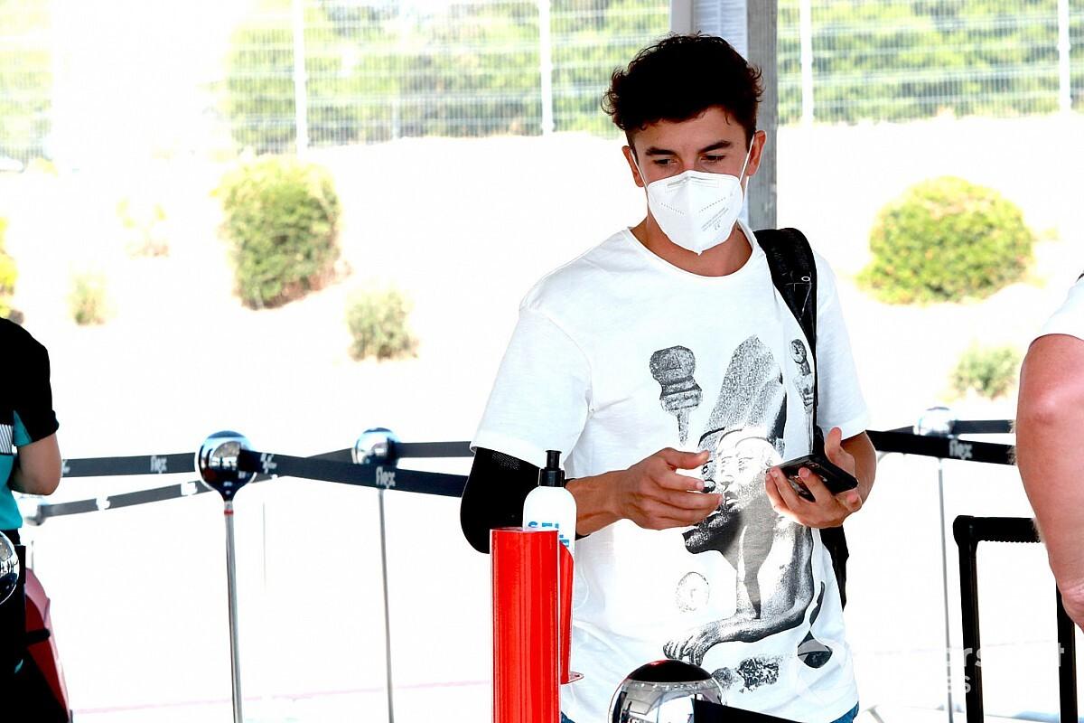 Márquez muestra la diferencia de masa muscular en su brazo lesionado