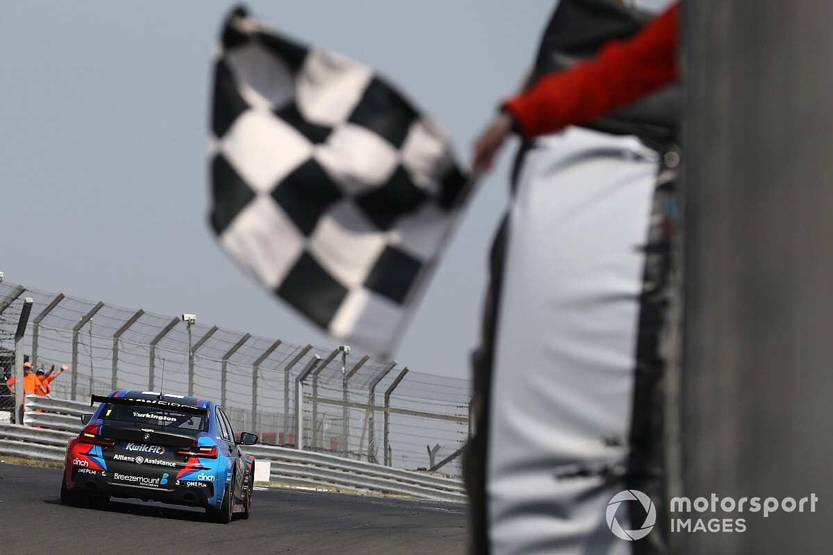 Brands Hatch BTCC: Turkington fends off Ingram for win