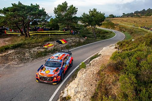 Spain WRC: Hyundai's Tanak crashes out on stage four