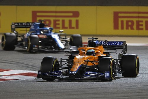 Uszkodzony samochód McLarena
