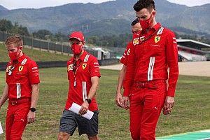 Valentino Rossi apoya a Vettel y lamenta su relación con Ferrari