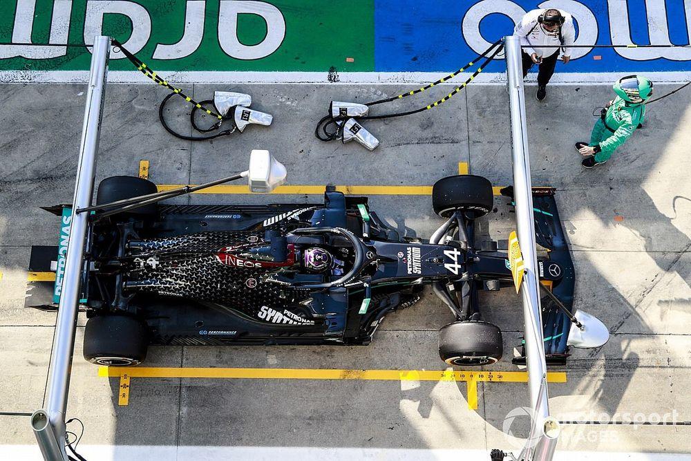 """Mercedes explica cómo se le """"jodió"""" la carrera de Italia a Hamilton"""