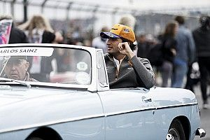 "Sainz se vengó en pista del ""trolleo"" de Ricciardo en el paddock"