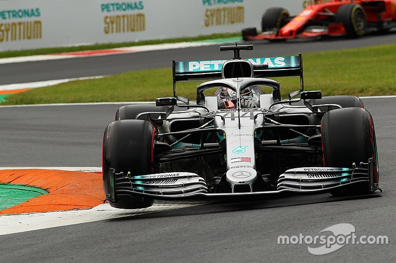 Hamilton wants challenge from rivals to continue