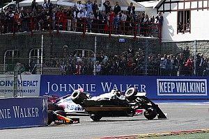 Belsőkamerás nézetből, ahogy Räikkönen 2 kerékre áll
