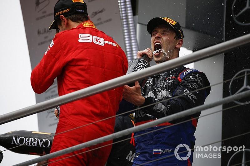 Videó: Kvjatot meglepte a Toro Rosso a gyermeke születésének alkalmából