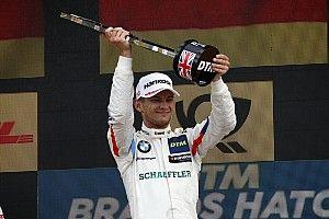 Wittmann contiene a Rast para ganar en Brands Hatch