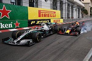 Het verhaal achter de foto: de touché van Hamilton en Verstappen