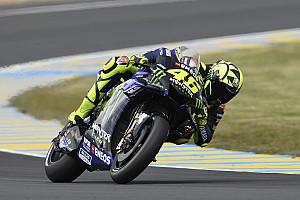 Rossi remonte la pente grâce à un pari en pneus slicks