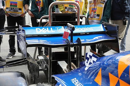 McLaren: due ali posteriori diverse, una ha un flap mobile che è più basso