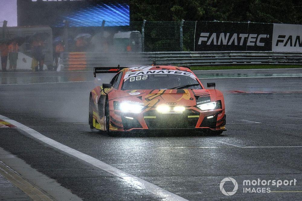 Spa, 3a Ora: Audi-WRT balza al comando con la pioggia
