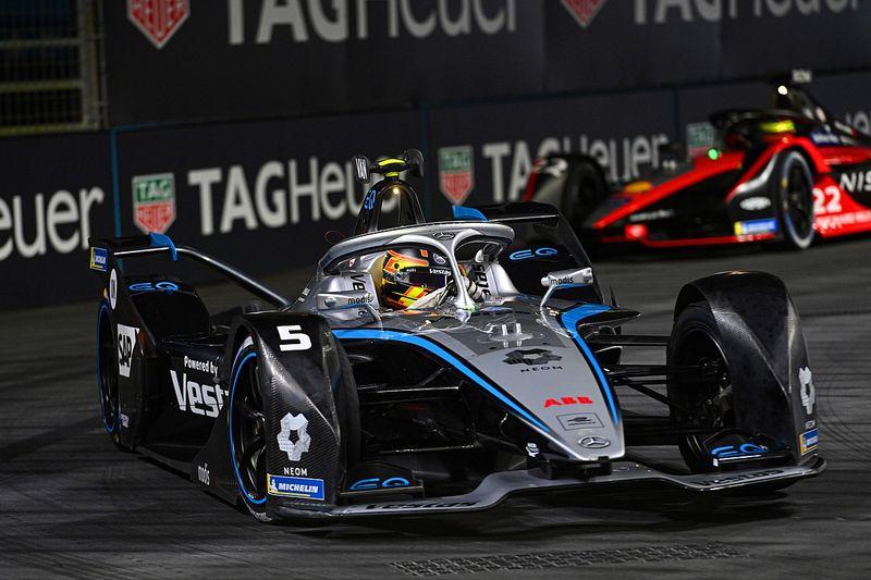 """Vandoorne critica un aspecto """"amateur"""" de la Fórmula E"""