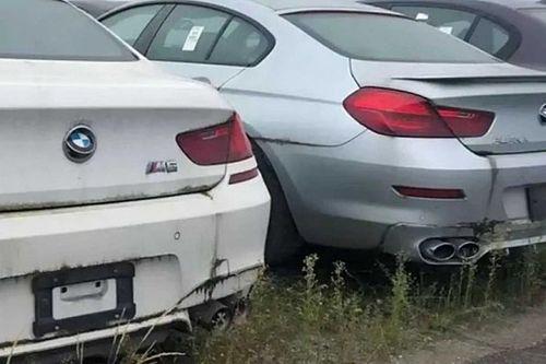 Hat éve rozsdásodnak ezek a sosem használt BMW-k egy kanadai telepen