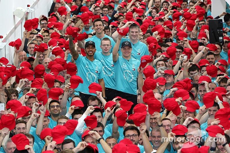 GALERÍA: Mercedes celebra el título de F1 con dedicatoria especial a Niki Lauda
