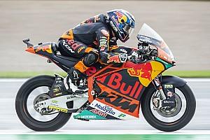Moto2バレンシア決勝:転倒続出のレースを、オリベイラ独走優勝