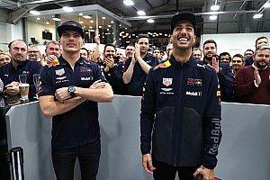 ريكاردو يودّع ريد بُل بزيارة إلى مصنع الفريق