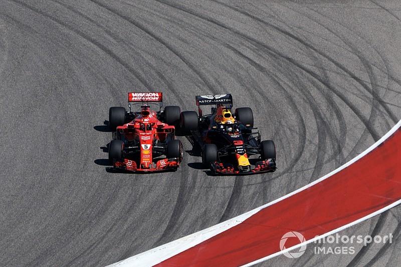 Videón Vettel megpördülése az Amerikai Nagydíj első körében, Ricciardo ellen