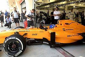 Алонсо выпросил несколько кругов за рулем McLaren 2013 года, на котором поедет Джимми Джонсон