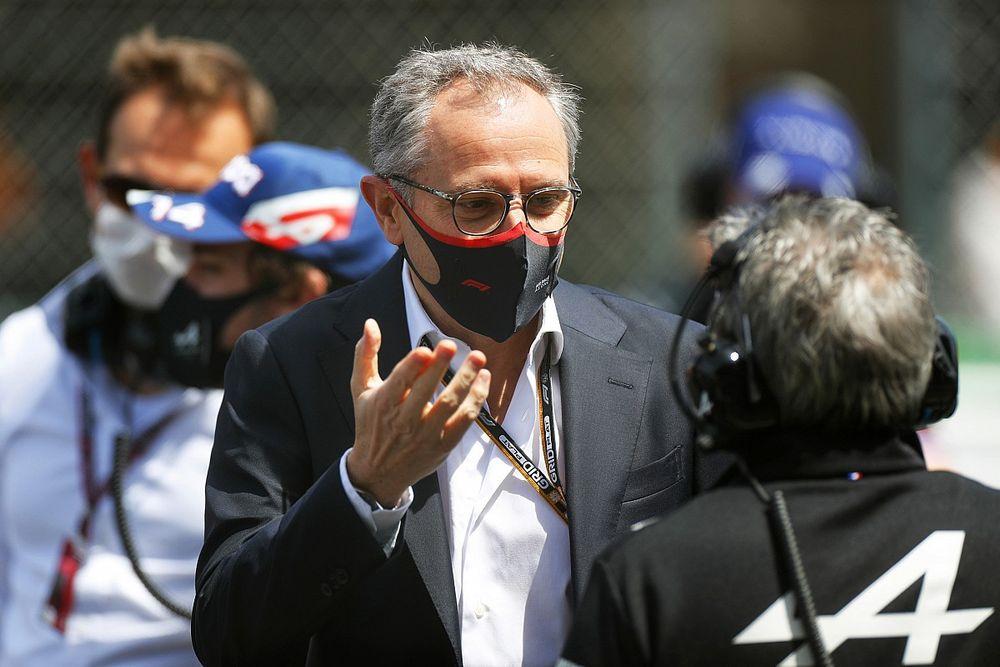СМИ: Босс Ф1 заставил Хэмилтона позвонить Ферстаппену