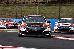 TCR Отчет о гонке Таши выиграл обе гонки на домашнем этапе TCR