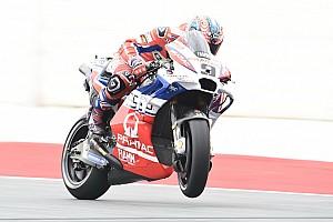 MotoGP Отчет о тренировке Петруччи стал быстрейшим по итогам пятницы, Маркес попал в аварию