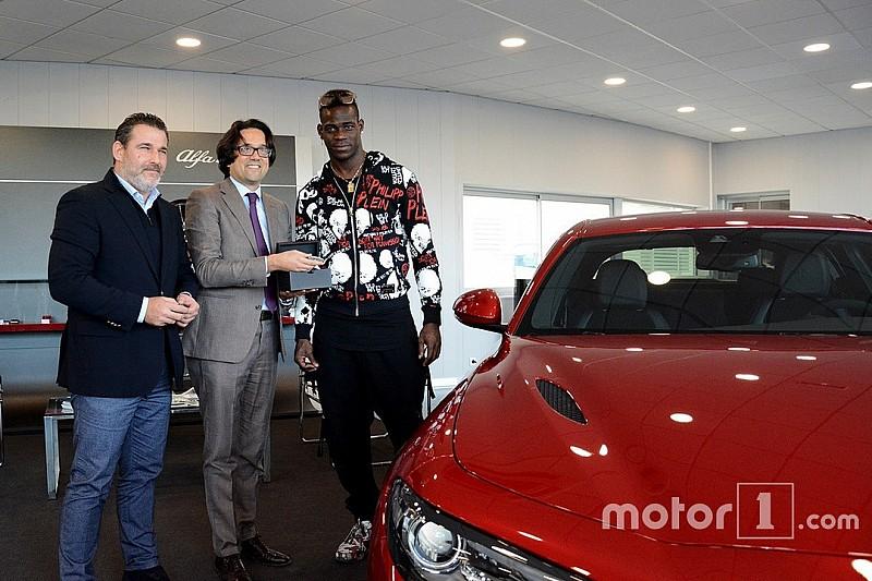 Balotelli s'offre la nouvelle Alfa Romeo Giulia Quadrifoglio