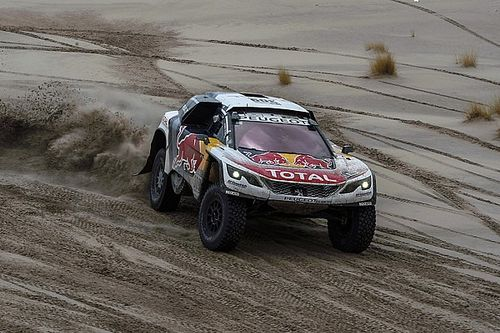 "Loeb is ""ready to win"" Dakar, says Peterhansel"