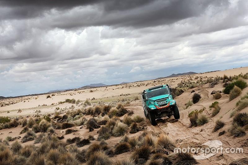 De Rooy's Dakar title defence hopes take a knock