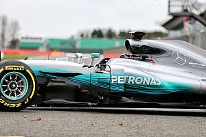 Közelről a 2017-es Mercedes: Hamilton és Bottas