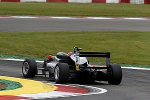 فورمولا 3 الأوروبية تقرير السباق فورمولا 3: هيوز يُحرز فوزه الأوّل في البطولة من بوابة السباق الثاني في نوربورغرينغ