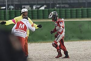 MotoGP BRÉKING Lorenzo csak egy pillanatra nem figyelt, és már megvolt a baj
