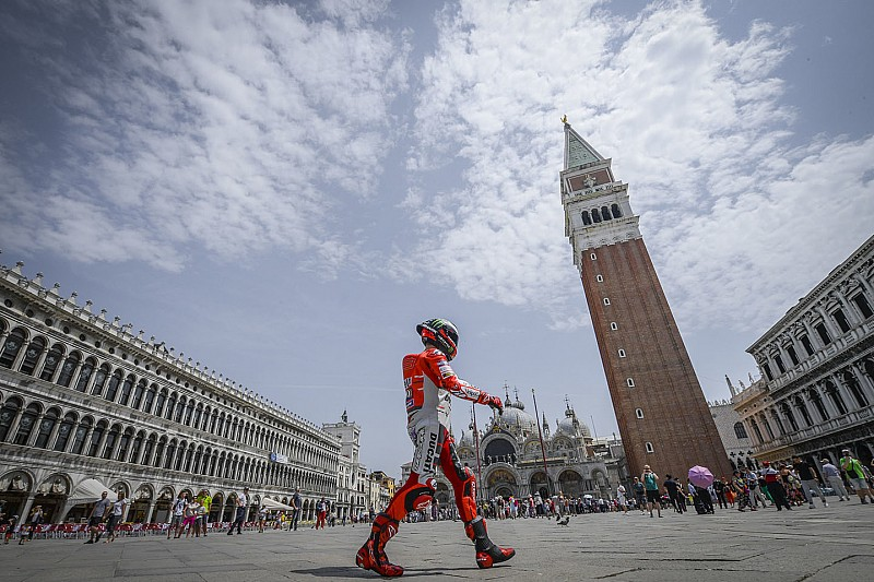 Rossi: Lorenzo yamahás visszatérése motiválna