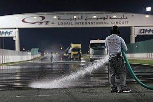 Galería: así mojaron artificialmente la pista de Qatar