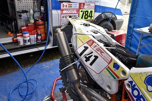 Dakar: Metelli a La Paz con la sua KTM tenuta insieme dalle fascette!