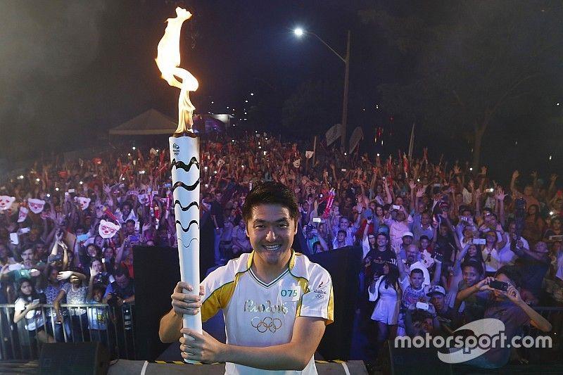 Rafael Suzuki participa de cerimônia da Tocha Olímpica