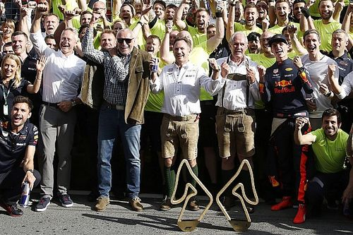 A Red Bull nagy öröme Verstappen győzelmekor: galéria