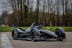 Neues Formel-E-Auto fährt erstmals auf der Strecke