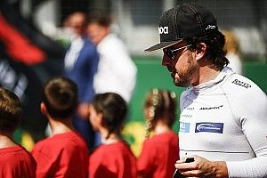 """Indy pide que Alonso """"confirme almuerzo"""" este martes"""